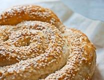 Brot mit Samen des indischen Sesams Stockfotos