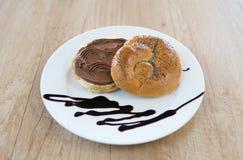 Brot mit Schokoladensahne stockfoto