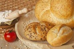 Brot mit Startwerten für Zufallsgenerator und indischem Sesam Lizenzfreies Stockbild
