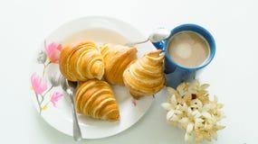 Brot mit Zeit der Kaffeetasse morgens Stockfoto