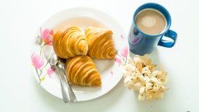 Brot mit Zeit der Kaffeetasse morgens Stockfotos