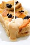 Brot-Pudding abgedeckt mit Fla Tropfen Lizenzfreie Stockfotografie