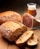 Brot, Schinken und Bier Stockbild