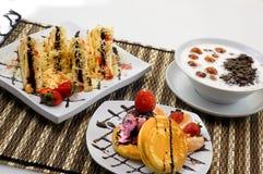 Brot-Toast, Pfannkuchen und Bubur Candil Lizenzfreie Stockfotos