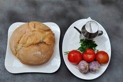 Brot, Tomaten, Knoblauch Lizenzfreies Stockfoto