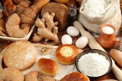 Brot und Bestandteile stockfoto
