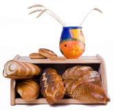 Brot und Brotkorb, isolat Stockfotos