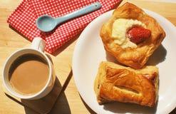 Brot und Kaffee lizenzfreie stockbilder