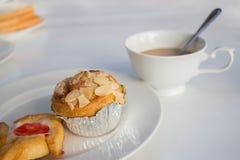 Brot-und Kaffee Lebensmittel für Freizeit lizenzfreies stockfoto