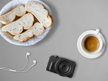 Brot und Kaffee zum Bloggerfrühstück Stockbilder
