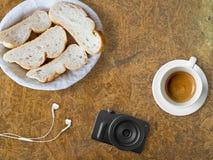 Brot und Kaffee zum Bloggerfrühstück Lizenzfreies Stockbild
