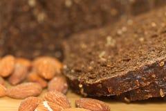 Brot und Mandeln Lizenzfreies Stockfoto