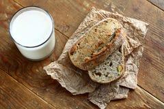 Brot und Milch Lizenzfreie Stockbilder