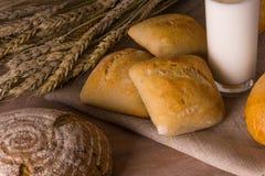 Brot und Milch Stockfoto