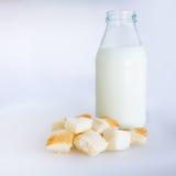 Brot und Milchflasche Stockbilder