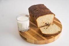 Brot- und Milchmahlzeit lizenzfreie stockfotos