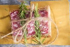 Brot und Salami Stockbilder