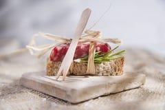 Brot und Salami Stockfotografie