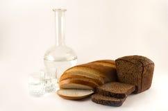 Brot und Wasser lizenzfreies stockbild