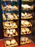 Brotbäckereiprodukte auf Speicher lizenzfreies stockfoto