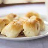 Brote auf dem Tisch Stockfoto