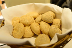 Brote auf Korb Lizenzfreies Stockfoto