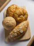 Brote im hölzernen Behälter Lizenzfreies Stockfoto