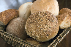 Brote im Korb Lizenzfreie Stockfotografie