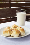 Brote mit Milch Stockfotografie