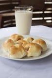 Brote mit Milch Stockbilder
