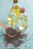Brotes de la lavanda y aceite del aroma Imagen de archivo libre de regalías