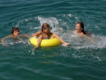 Free Brother And Sisters With Beach Toys On Sea Royalty Free Stock Photos - 13290918