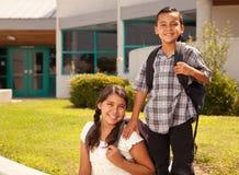Brother hispánico lindo y hermana Ready para la escuela Foto de archivo libre de regalías