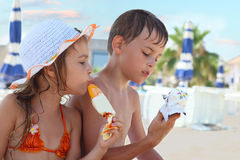 Brother and little sister eating ice cream Royalty Free Stock Images