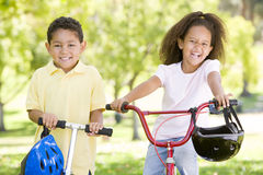 Brother and sister outdoors Royalty Free Stock Photography