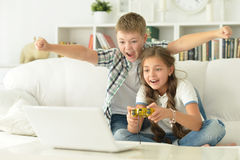Brother and sister play videogames Royalty Free Stock Images