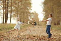Brother and sister playin at country road Royalty Free Stock Photos