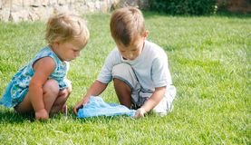 Brother and sister playing in grass Royalty Free Stock Photos
