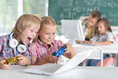 Brother and sister playing video game Royalty Free Stock Images