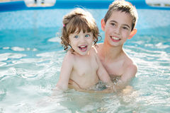 Brother and sister in the pool Royalty Free Stock Photos