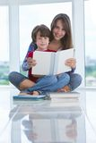 Brother and sister reading a book Royalty Free Stock Photos