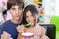 Brother and Sister share frozen yogurt Royalty Free Stock Photos