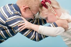 Brother and sister start a fight with each other Royalty Free Stock Photos