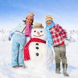 Brother y hermana Having Fun en concepto del invierno Imagen de archivo libre de regalías