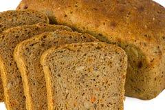 Brotlaib mit geschnittenen piaces Stockbild