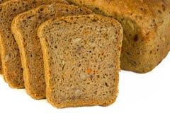 Brotlaib mit geschnittenen piaces Lizenzfreies Stockfoto