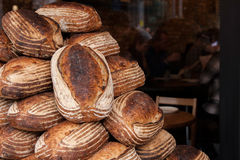 Brotlaibe auf Stapel Lizenzfreie Stockfotos