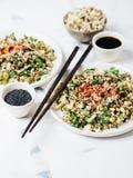 Brotos de feijões de Mung e salada do pepino Fotografia de Stock