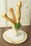 Brotstöcke in einem Glas Stockfotografie