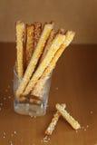 Brotstöcke mit Käse und indischem Sesam Stockbilder
